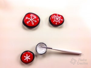 Painting snowflakes with whte color