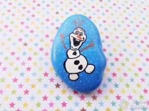 Olaf pintado en piedra