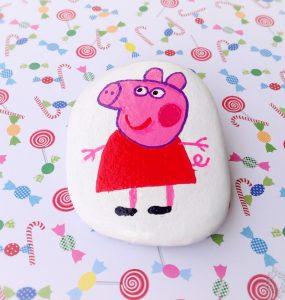 Peppa Pig pintada en piedra c
