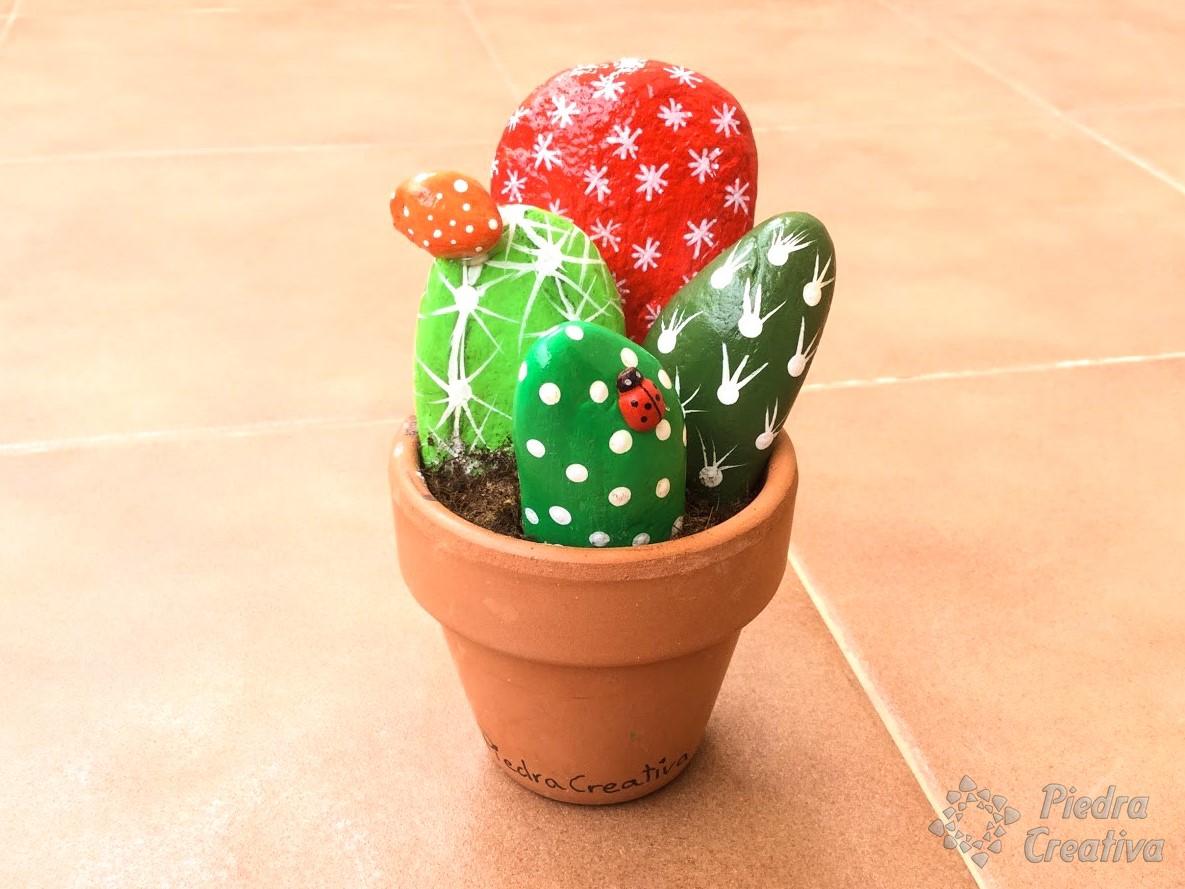 C mo hacer cactus con piedras diy y manualidades en for Piedras grandes pintadas para jardin