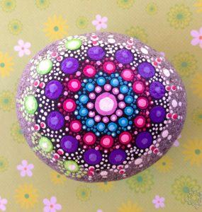 DIY mandala en piedra de la alegría de PiedraCreativa
