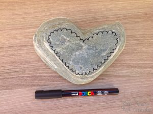 Draw the heart mandala with a pen