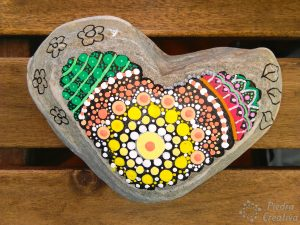 manualidad mandala corazon de piedra 300x225 - Put your heart