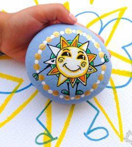 Piedra pintada con sol de Moty