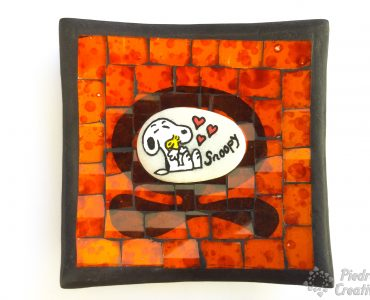 Snoopy en piedra pintada