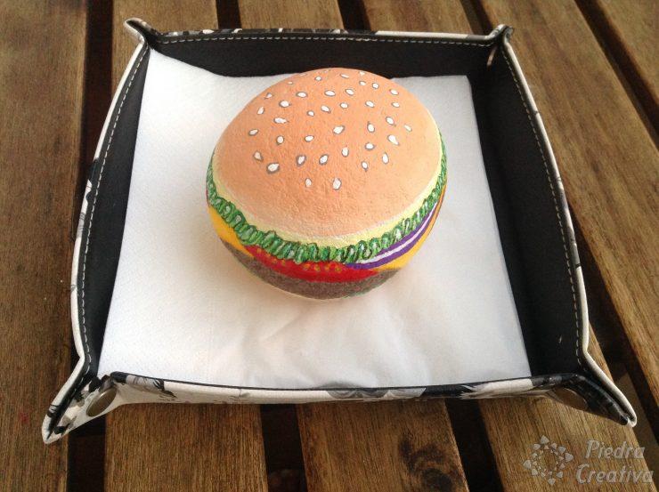 Manualidad de piedras pintadas hamburguesa PiedraCreativa