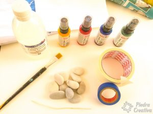 materiales para pintar piedras con spray al agua 300x225 - Painting stones with water based acrylic spray paint ... does it work?