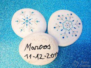 Piedras pintadas con pegatinas - PiedraCreativa