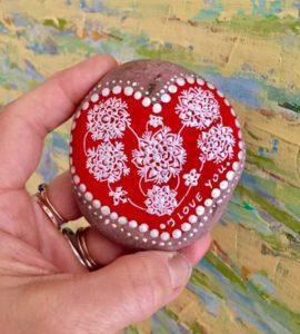 Corazón en piedra rojo y blanco